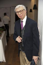 The Amazing Kreskin.  Photo by:  Rob Rich/SocietyAllure.com