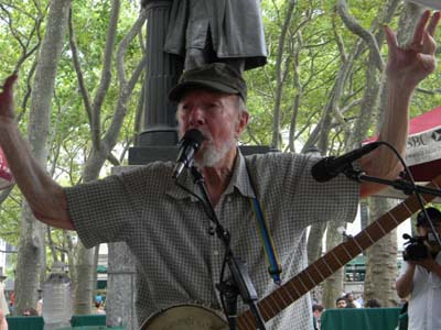 Pete Seeger.  Photo by:  Fiddle Viracola