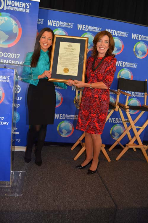 Wendy Diamond receives Proclamation From Lieitenant Governor Kathy Hochul .  Photo by:  Rose Billings/Blacktiemagazine.com