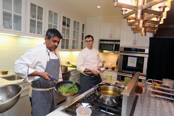 Chef Floyd Cardoz and Chef Robb Garceau prepare the meal Photo credit: ©Jaffer Snaps India.
